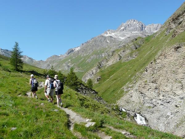 Cervieres, vallée sauvage du Briançonnais à pied -616d9bc1b30ff: /