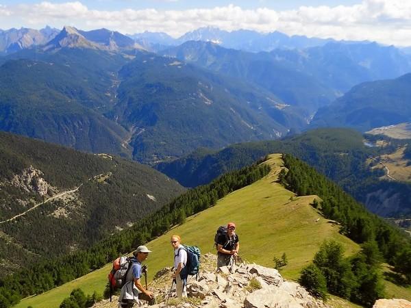 Cervieres, vallée sauvage du Briançonnais à pied -616d9bc1b3176: /