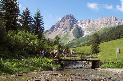 TOUR PEDESTRE DU VAL MONTJOIE Alpes Aravis Mont Blanc - France